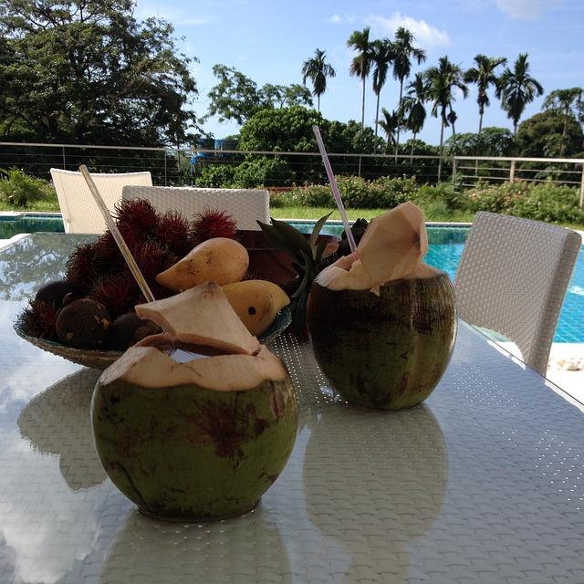 ココナッツを食べる